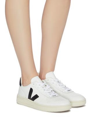 模特儿示范图 - 点击放大 - Veja - V-10 V字拼贴真皮运动鞋