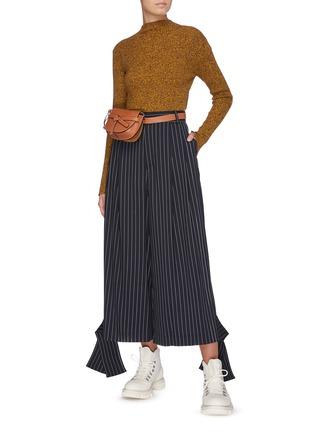 模特儿示范图 - 点击放大 - JW ANDERSON - 系带开衩裤脚口条纹阔腿裤