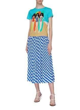 模特儿示范图 - 点击放大 - alice + olivia - Rylyn亮片点缀冲浪女郎纯棉T恤