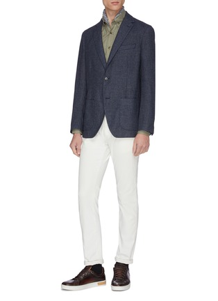 模特儿示范图 - 点击放大 - Brunello Cucinelli - 纹理钮扣牛津布衬衫
