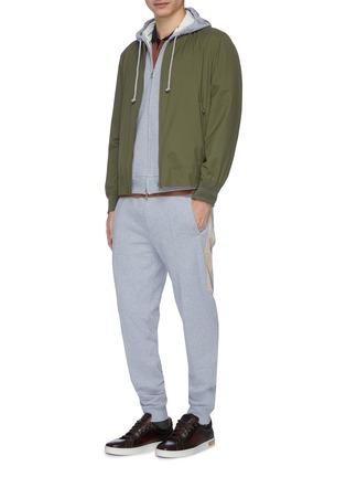 模特儿示范图 - 点击放大 - Brunello Cucinelli - 拼接设计棉质抽绳休闲裤