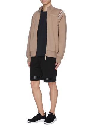 模特儿示范图 - 点击放大 - PARTICLE FEVER - 混棉珠地布条纹功能短裤