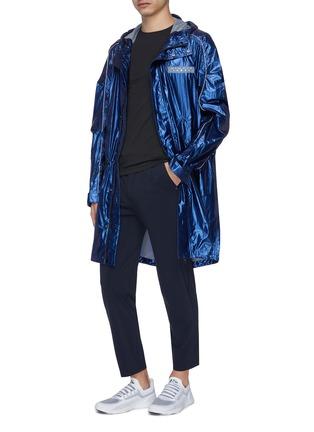模特儿示范图 - 点击放大 - Particle Fever - 品牌标志点缀金属感连帽防风衣