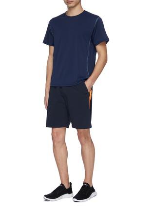 模特儿示范图 - 点击放大 - Particle Fever - 拼色侧条纹抽绳功能短裤