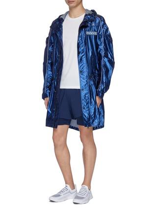 模特儿示范图 - 点击放大 - Particle Fever - 拼色双层设计功能跑步短裤