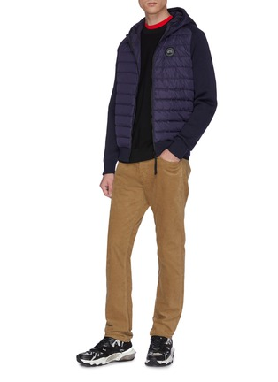 模特儿示范图 - 点击放大 - CANADA GOOSE - Hybridge两面穿绗缝尼龙拼接美丽诺羊毛针织开衫