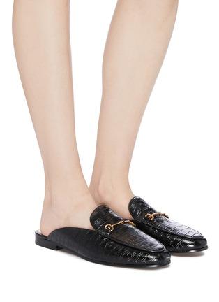 模特儿示范图 - 点击放大 - SAM EDELMAN - Linnie金属搭带鳄鱼纹真皮乐福拖鞋