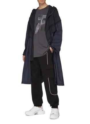 模特儿示范图 - 点击放大 - Juun.J - 拼色尼龙连帽大衣