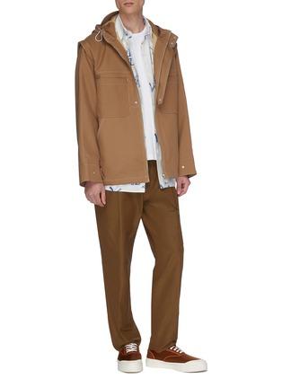 模特儿示范图 - 点击放大 - JACQUEMUS - Le T-Shirt brodé品牌名称刺绣T恤