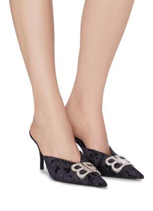 模特儿示范图 - 点击放大 - BALENCIAGA - BB仿水晶缀饰天鹅绒尖头穆勒鞋