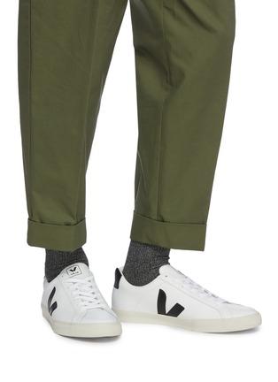 模特儿示范图 - 点击放大 - VEJA - Esplar V字拼贴真皮运动鞋