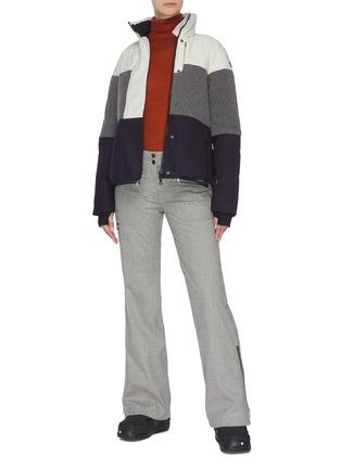 模特儿示范图 - 点击放大 - ERIN SNOW - LOLA拼接设计夹棉功能混美丽诺羊毛连帽滑雪夹克