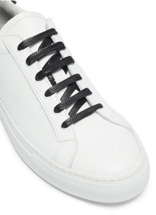 细节 - 点击放大 - Common Projects - Retro Low漆皮拼贴系带真皮运动鞋
