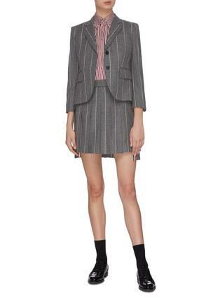 模特儿示范图 - 点击放大 - Thom Browne - 前短后长条纹百褶羊毛半裙