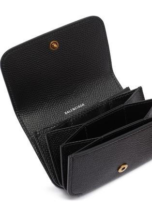 细节 - 点击放大 - Balenciaga - CASH ACCORD品牌LOGO小牛皮卡片套