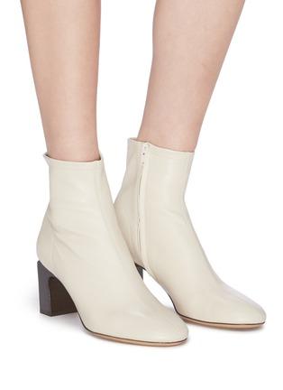 模特儿示范图 - 点击放大 - BY FAR - Vasi矩形跟真皮短靴