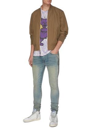 模特儿示范图 - 点击放大 - AMIRI - HALF TRACK侧拉链褶裥水洗棉质牛仔裤