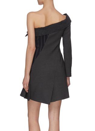 背面 - 点击放大 - MONSE - 拼接设计搭叠露单肩拼色条纹混初剪羊毛西服式连衣裙