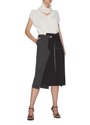 模特儿示范图 - 点击放大 - MONSE - 拼接设计车缝线点缀褶裥不对称混初剪羊毛半裙