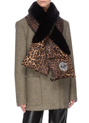 模特儿示范图 - 点击放大 - HEURUEH - 豹纹绗缝夹棉填充围巾