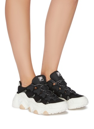 模特儿示范图 - 点击放大 - FILA - logo真皮拼接网眼布运动鞋