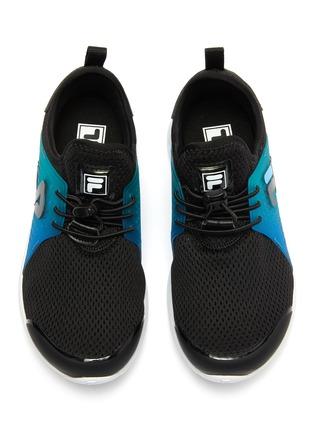 模特儿示范图 - 点击放大 - FILA - 幼儿款logo拼贴网眼布运动鞋