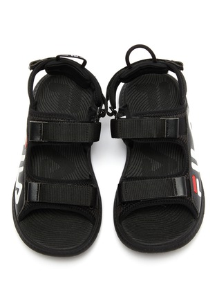 模特儿示范图 - 点击放大 - FILA - 儿童款logo真皮拼接网眼布搭带凉鞋
