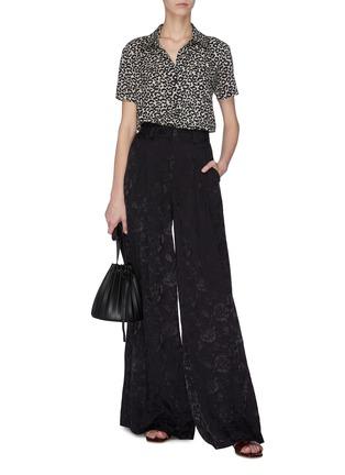 模特儿示范图 - 点击放大 - STAUD - 褶裥花卉图案阔腿裤