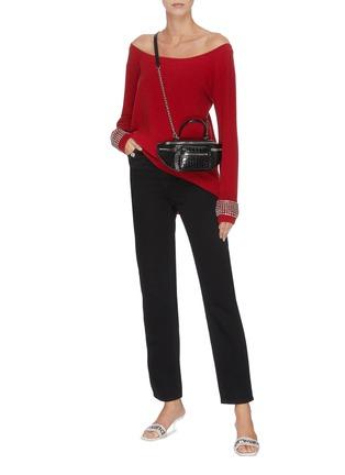 模特儿示范图 - 点击放大 - ALEXANDER WANG - x 连卡佛网纱拼接仿水晶露肩长款针织衫