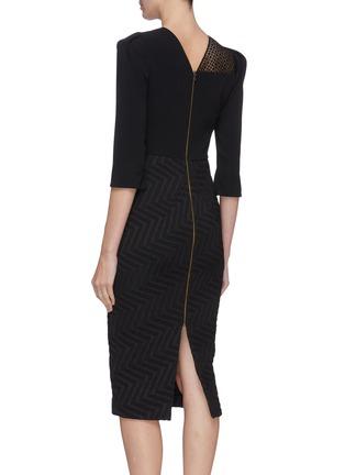 背面 - 点击放大 - ROLAND MOURET - Palatine拼接设计褶裥后开衩人字纹连衣裙