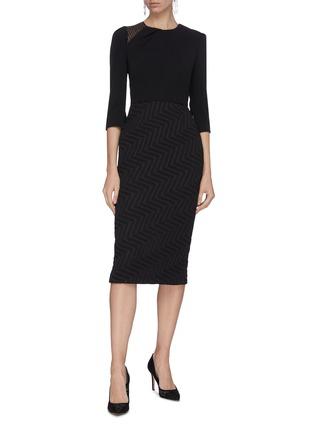 模特儿示范图 - 点击放大 - ROLAND MOURET - Palatine拼接设计褶裥后开衩人字纹连衣裙