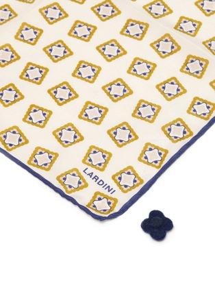 细节 - 点击放大 - LARDINI - 拼色围边几何图案方巾