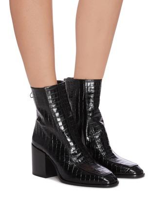 模特儿示范图 - 点击放大 - AEYDE - Lidia鳄鱼纹真皮粗跟短靴