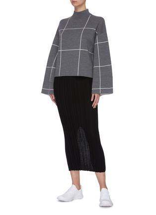模特儿示范图 - 点击放大 - NINETY PERCENT - 拼色格纹短款有机超细美丽诺羊毛针织衫