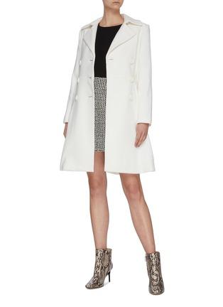 模特儿示范图 - 点击放大 - ALICE + OLIVIA - LEILA双排扣褶裥混羊毛大衣