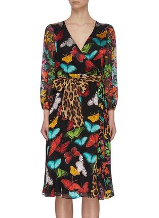 首图 - 点击放大 - ALICE + OLIVIA - JESSE腰带V领蝴蝶花卉豹纹图案褶裥混丝连衣裙