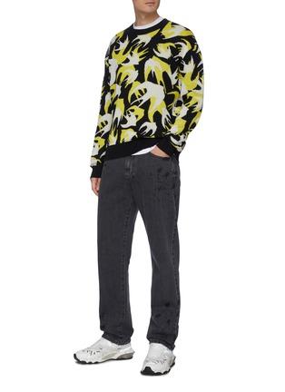 模特儿示范图 - 点击放大 - MCQ ALEXANDER MCQUEEN - 拼色燕子图案棉质针织衫
