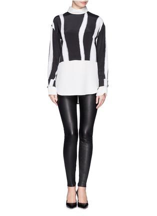 模特儿示范图 - 点击放大 - 3.1 PHILLIP LIM - Layered sleeve stripe print shirt