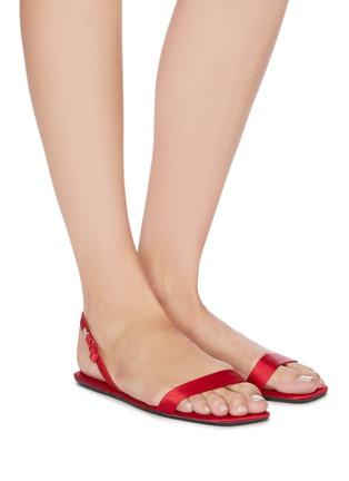 模特儿示范图 - 点击放大 - ALEXANDER WANG - 缎面平底凉鞋