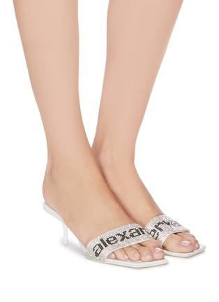 模特儿示范图 - 点击放大 - ALEXANDER WANG - 仿水晶LOGO缀饰真皮露跟穆勒鞋