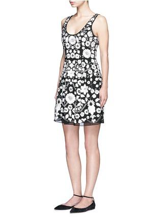 模特示范图 - 点击放大 - NEEDLE & THREAD - 珠饰点缀花卉刺绣连衣裙
