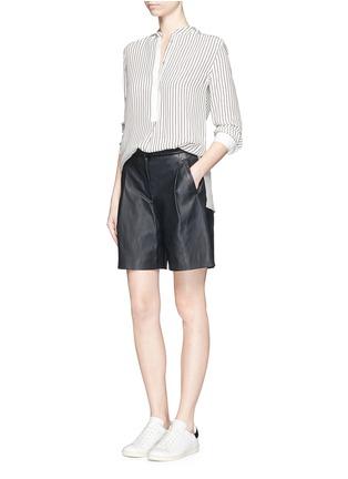 模特儿示范图 - 点击放大 - rag & bone - VIRGINIA细竖纹真丝衬衫