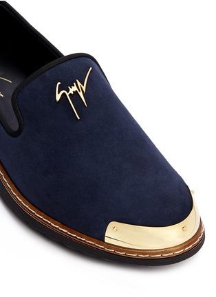细节 - 点击放大 - 73426 - 金属片装饰麂皮乐福鞋