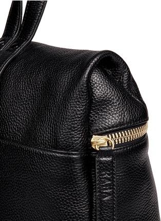 细节 - 点击放大 - KARA - 荔枝纹皮革背包