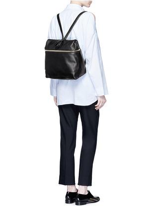 模特示范图 - 点击放大 - KARA - 荔枝纹皮革背包