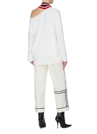 背面 - 点击放大 - MONSE - 切割露单肩拼色条纹垂坠布饰超细美丽诺羊毛针织衫
