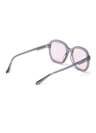 模特儿示范图 - 点击放大 - STEPHANE + CHRISTIAN - D形镜框板材太阳眼镜