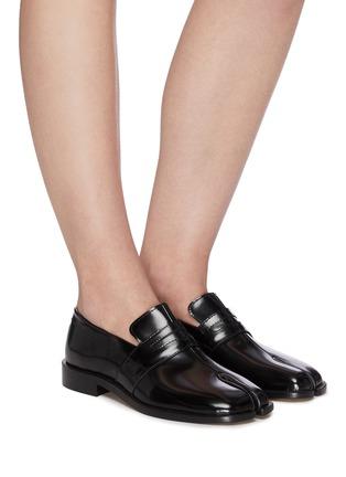 模特儿示范图 - 点击放大 - MAISON MARGIELA - Tabi搭带分趾漆皮乐福鞋