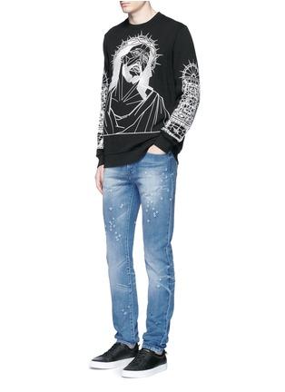 模特儿示范图 - 点击放大 - GIVENCHY - 磨破水洗纯棉修身牛仔裤