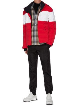 模特儿示范图 - 点击放大 - AZTECH MOUNTAIN - Nuke Suit 4.0拼色羽绒功能连帽夹克